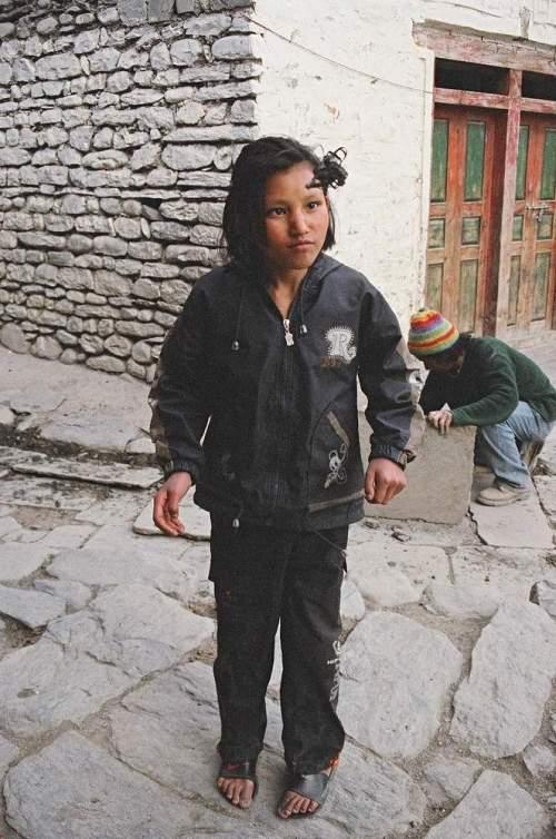 Nepal_hackeysack_girl