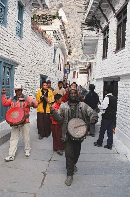 Nepal_marpha_drummer