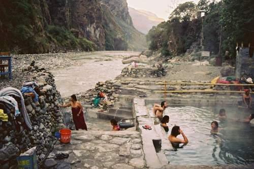 Nepal_river_and_tatopani