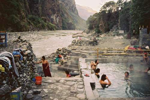 Nepal_river_and_tatopani