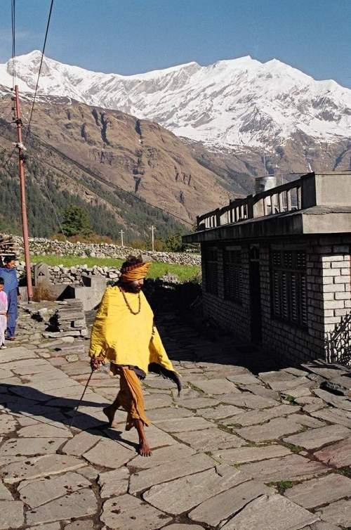 Nepal_barefoot_saddhu