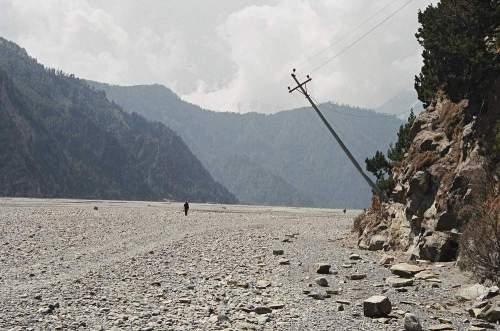 Nepal_falling_pole