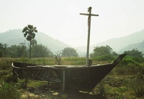 Siam_sunken_boat_cross