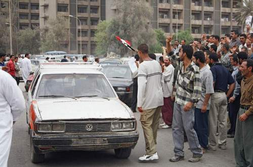 Bdad_protesters_and_car
