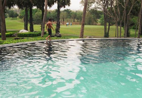 Siam_water_hazard_1