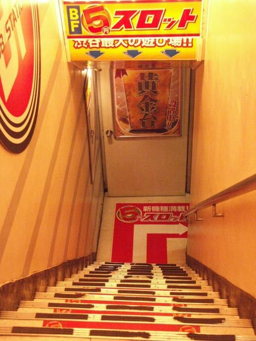 Shibuya_stairwell_58