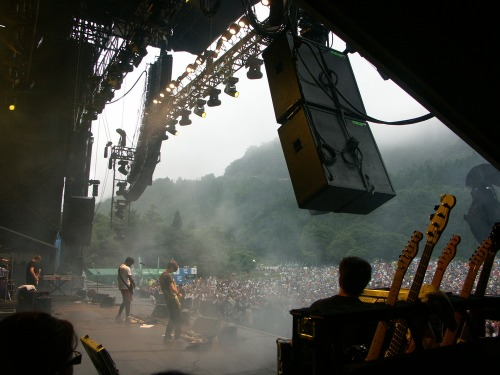 J_627_bloc_party_5_guitars